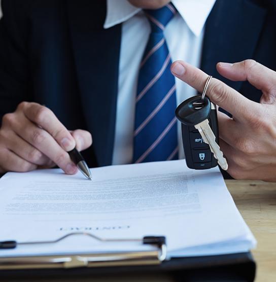 Signature d'une assurance voiture professionnelle